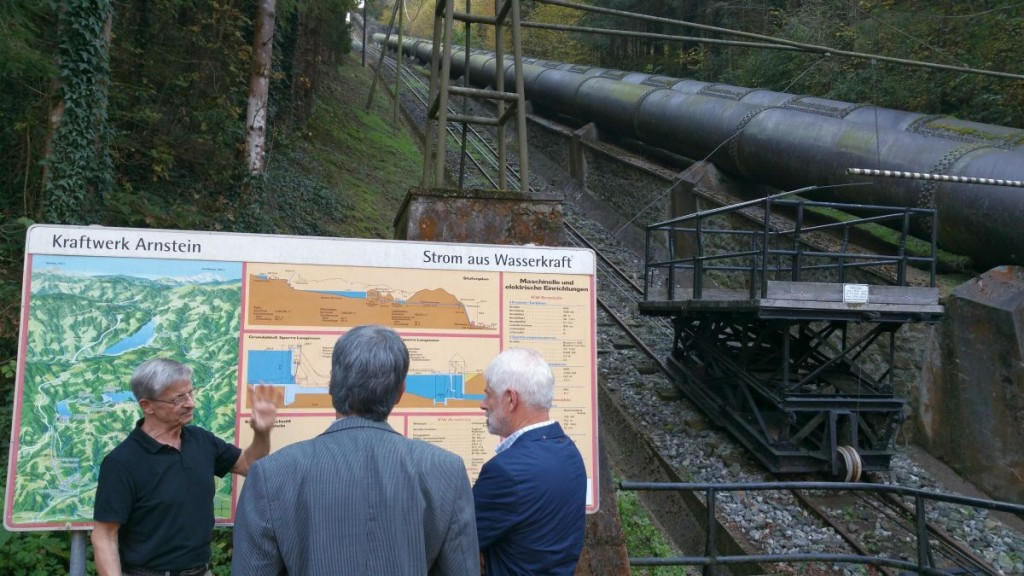 D.I. Schwarz erklärt die Kraftwerksanlage