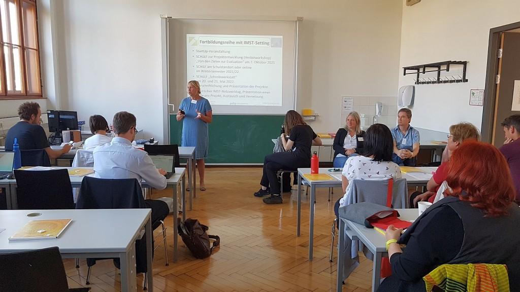 Start des StartUps mit der Leiterin Waltraud Knechtl